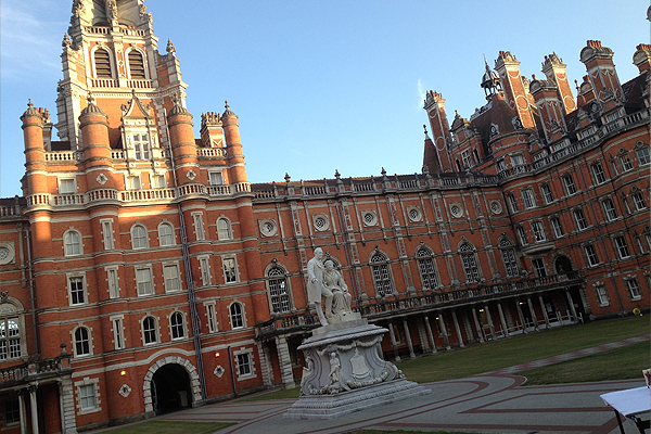 royal-holloway-university-magician