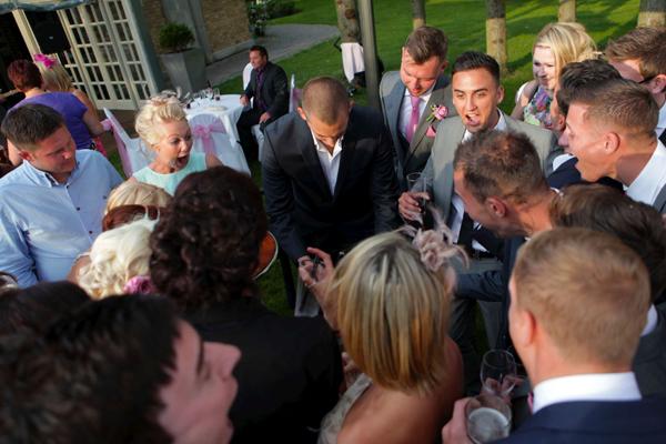 wedding-reception-magician