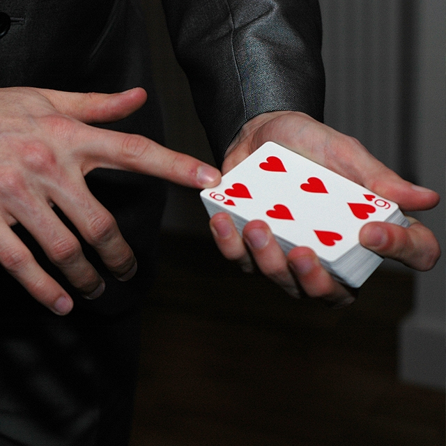 Magician For Parties & Corporate Events