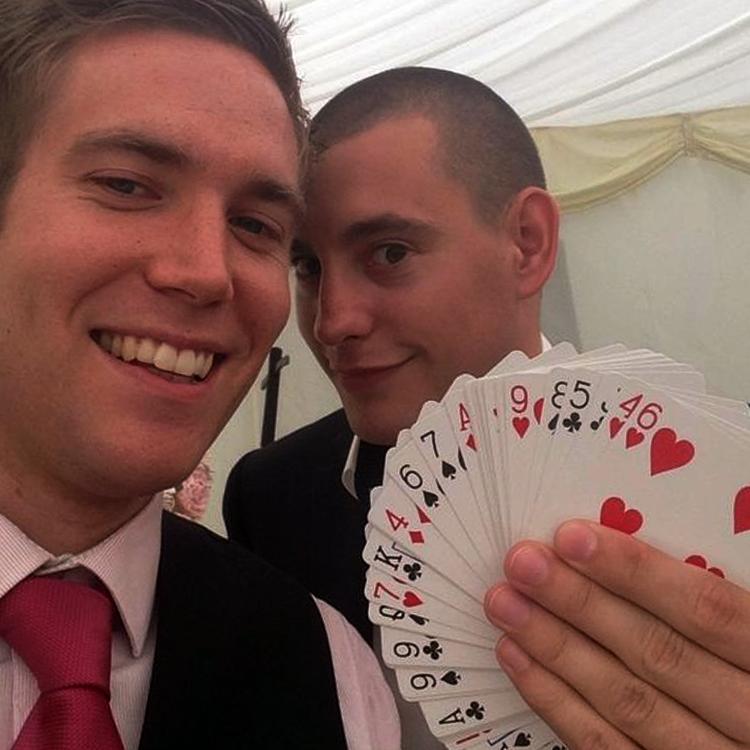 wedding magician selfie